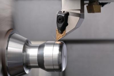 Lựa chọn Insert khi gia công tiện tinh vật liệu thép 1